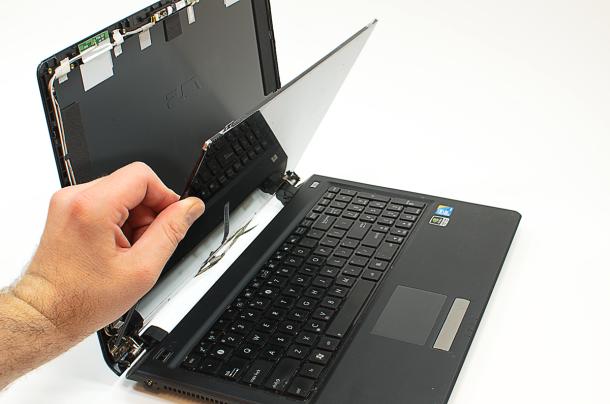 wymiana matrycy lcd w laptopie
